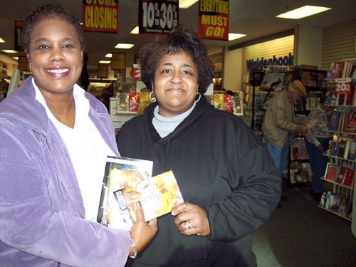 You are browsing images from: Book Signing - Richmond - Chesepeake 09